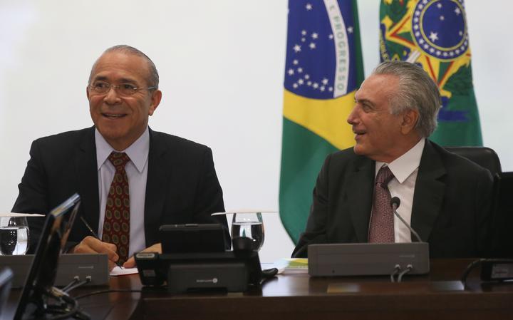 Ministro-chefe da Casa Civil se reúne com líderes sindicais ao lado de Temer