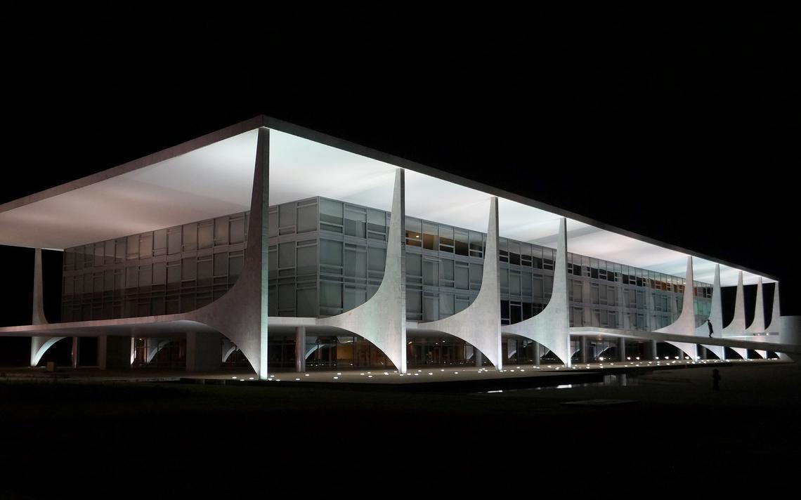 Palácio do Planalto, sede do governo federal, à noite