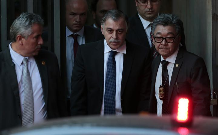 Paulo Roberto Costa chega escoltado para depor no Congresso Nacional