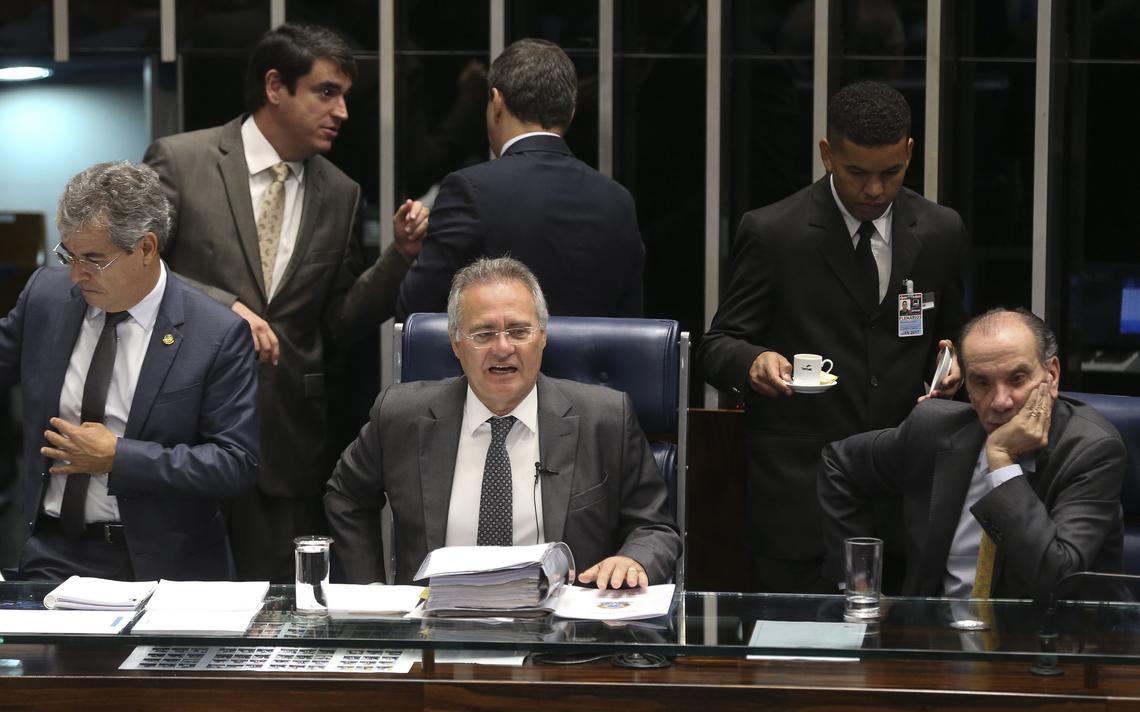Renan Calheiros preside sessão que aprovou PEC do Teto