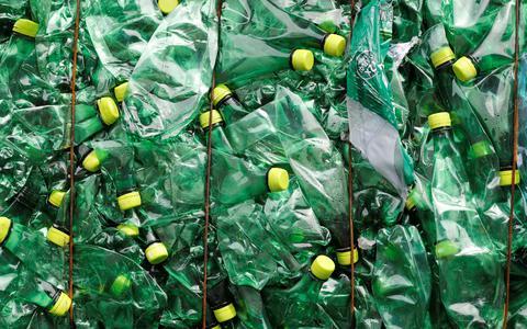 Plástico: de mil e uma utilidades a problema ambiental