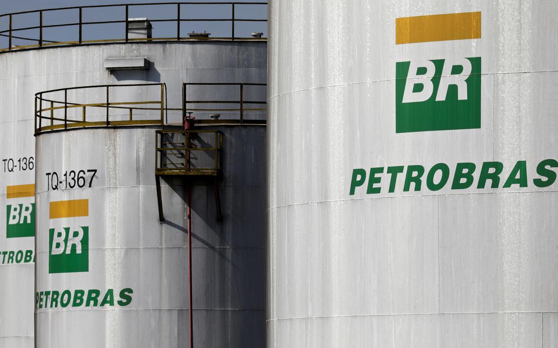 Tanques da Petrobras em refinaria de Cubatão, São Paulo