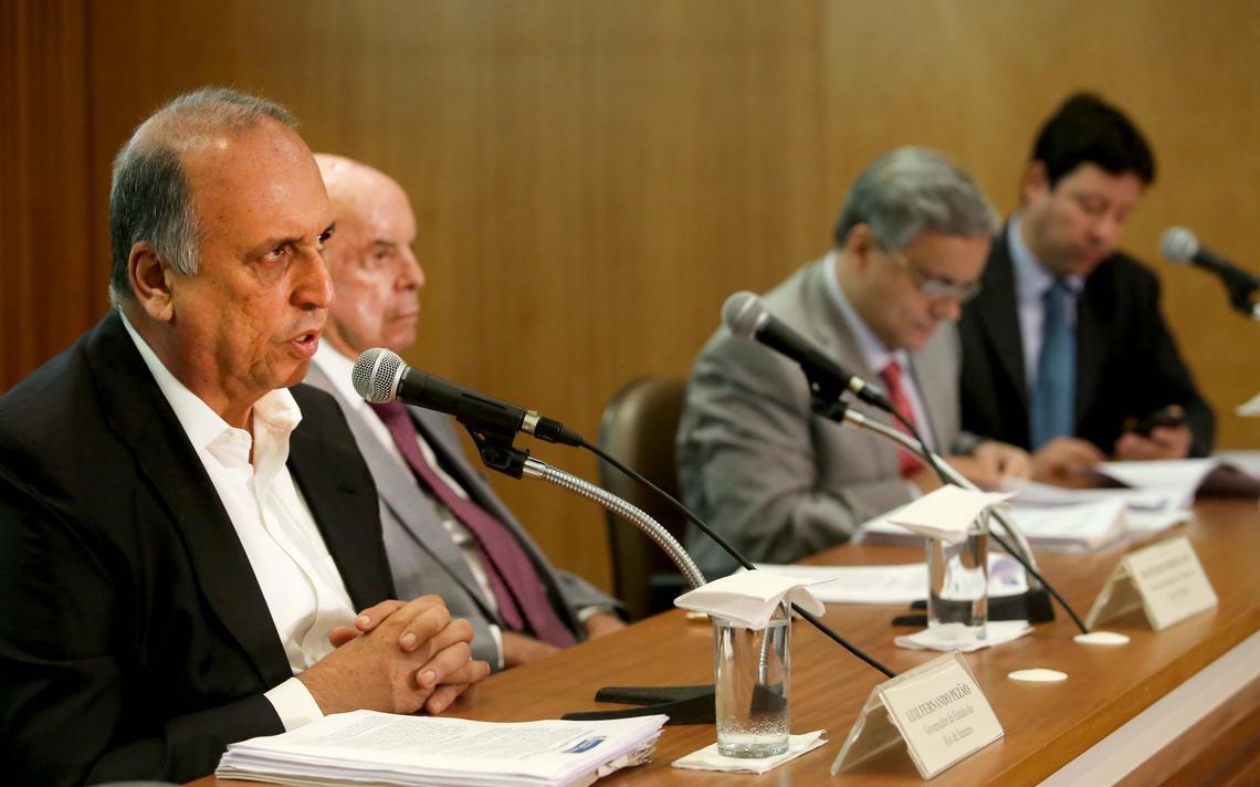 Luiz Fernando Pezão fala em coletiva