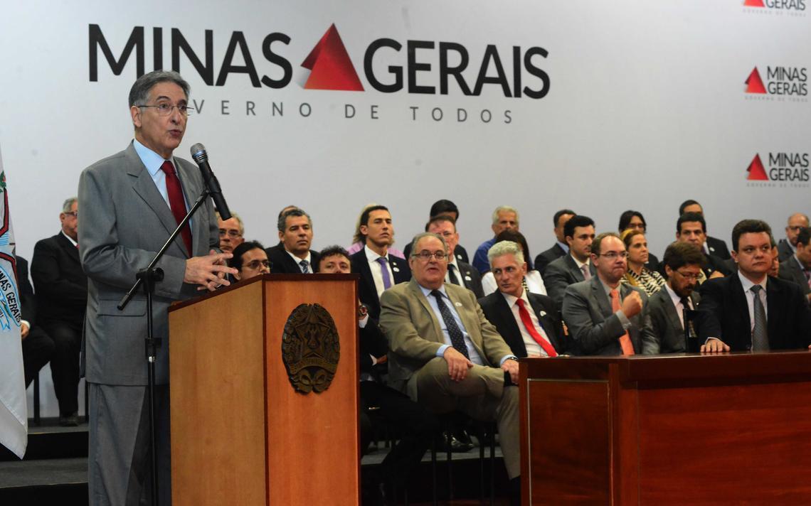 Pimentel anuncia academias ao ar livre em Minas