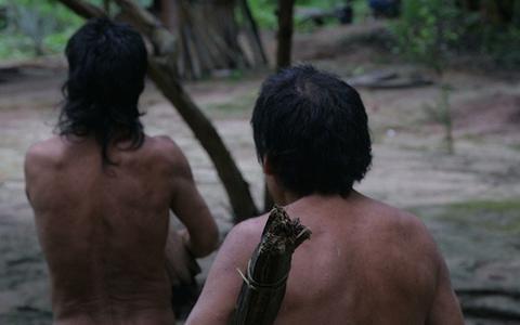 Por que os povos indígenas isolados no Brasil correm risco