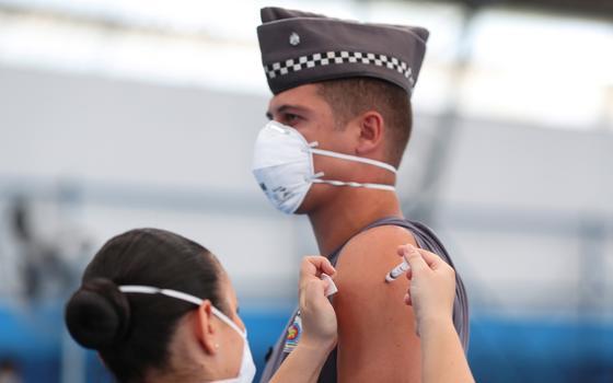 Por que a fila da vacinação difere de lugar para lugar no Brasil