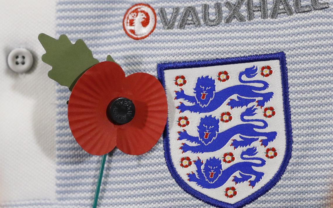 Flor de papel é usada todo dia 11 de novembro no Reino Unido