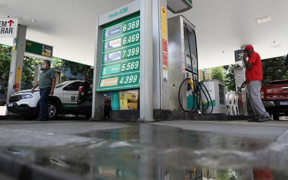 Preço médio da gasolina ultrapassa R$ 6 por litro no Brasil