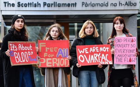 Por que a Escócia tornou o acesso a absorventes gratuito