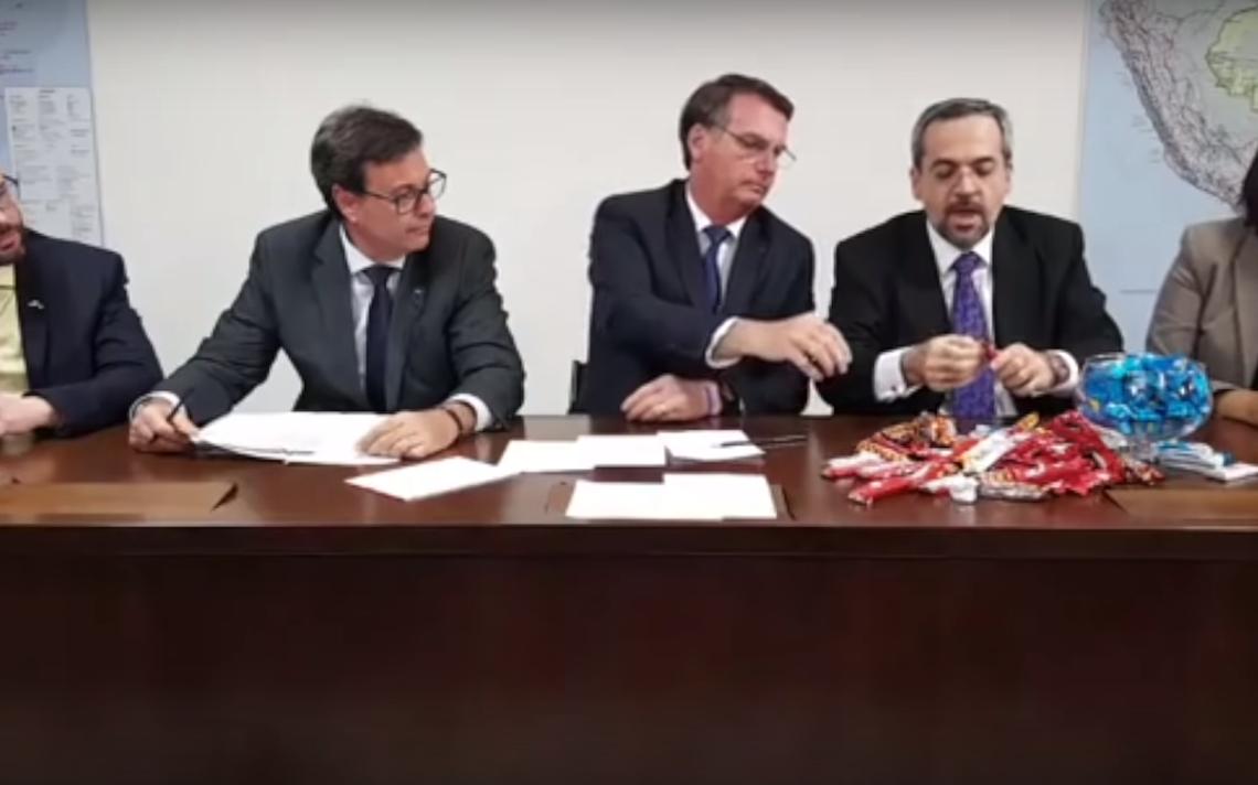 Em live com o presidente Jair Bolsonaro, ministro da Educação explica contingenciamentos