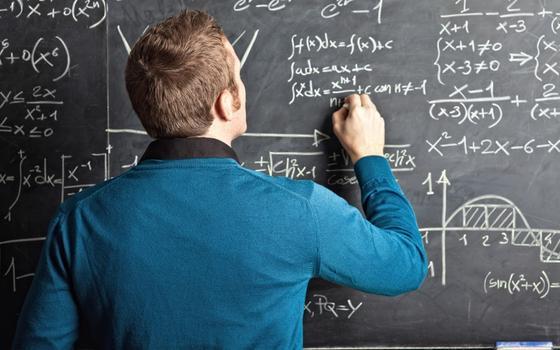 Como professores e professoras são classificados por alunos