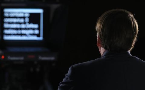 Como Bolsonaro agora adapta e atenua seu discurso na TV