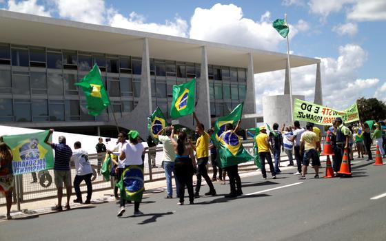 Bolsonaro tem poder de reabrir comércio por decreto?