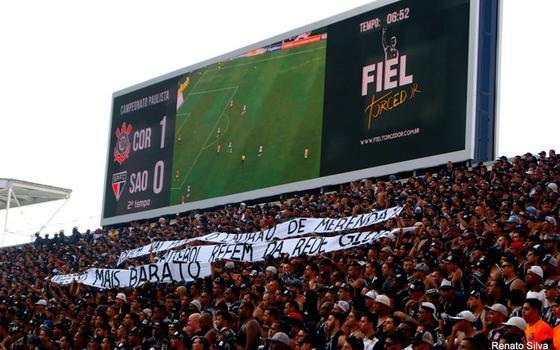 Gaviões e as faixas de protesto no estádio. Pode ou não pode?