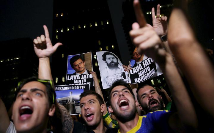 Acampados na Avenida Paulista, manifestantes exaltam Sergio Moro