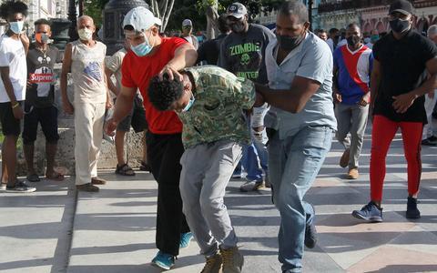 Biden impõe primeiras sanções a Cuba por repressão a protestos