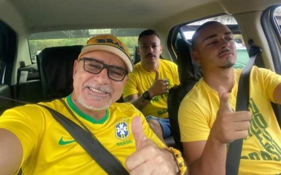 Queiroz participa de ato pró-governo no Rio de Janeiro