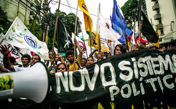 Movimentos de juventude pedem reforma política em ato em São Paulo