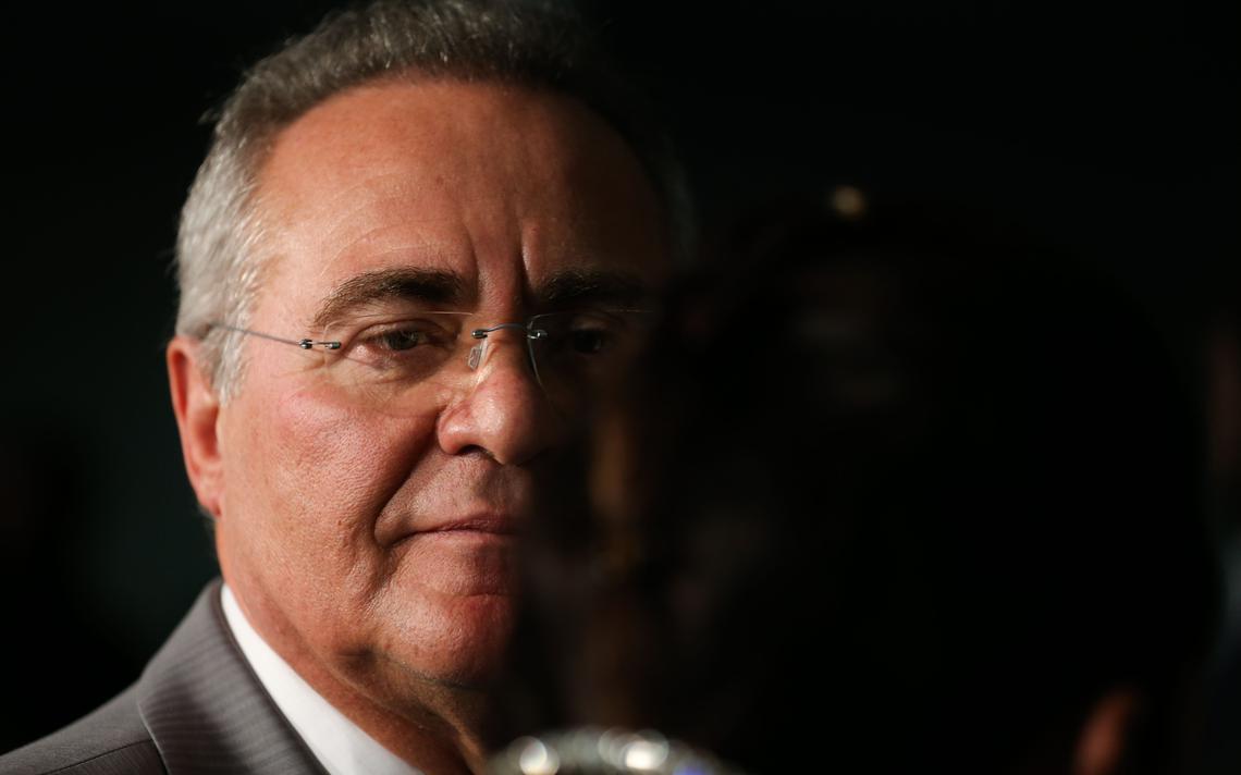 Renan Calheiros durante entrevista no Senado