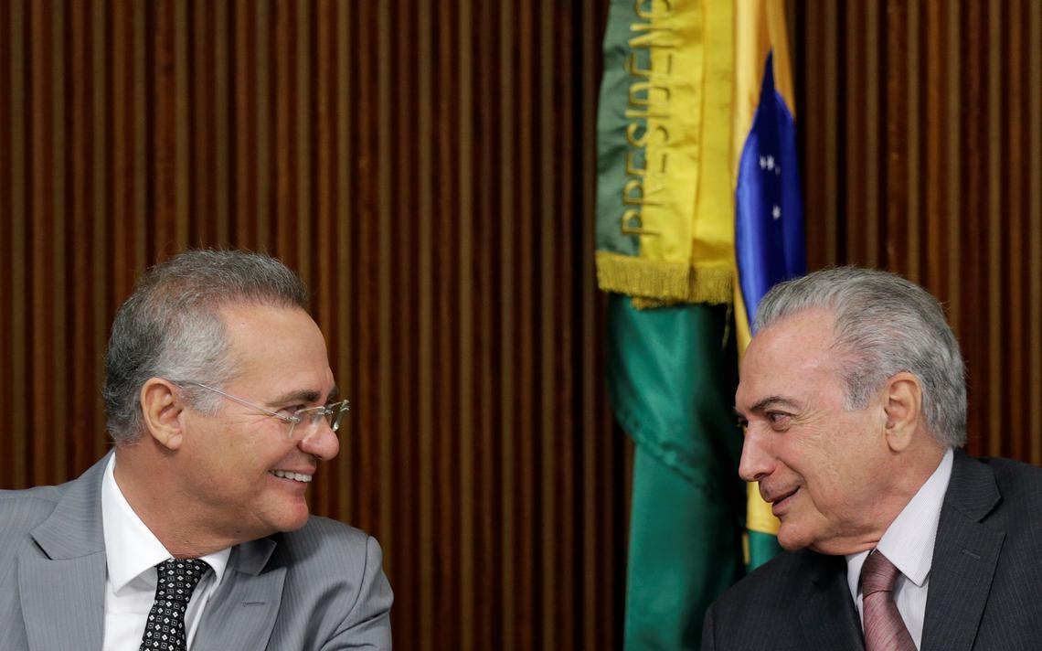 Renan Calheiros e Michel Temer conversam durante reunião no Planalto