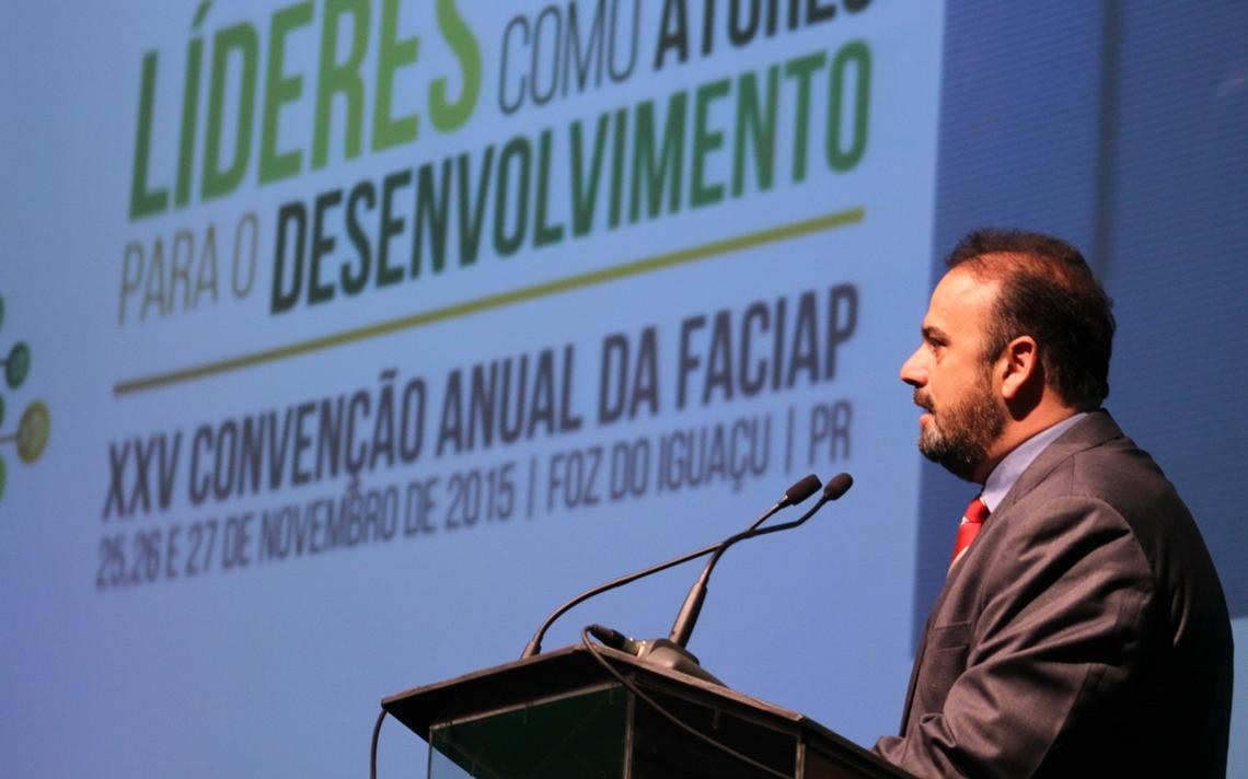 Então prefeito de Foz do Iguaçu Reni Pereira