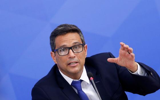 Presidentes da Câmara e do BC criticam Petrobras por aumentos