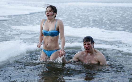 Por que esses russos e ucranianos estão tomando banho no gelo