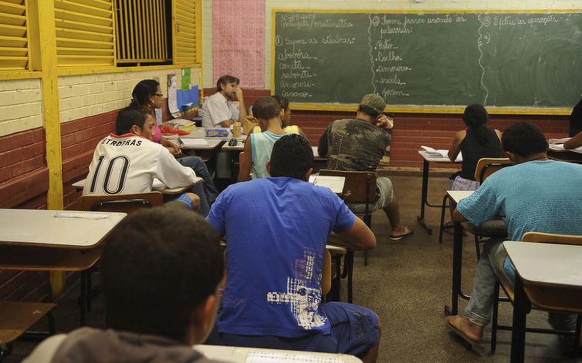 Sala de aula de ensino médio no Brasil