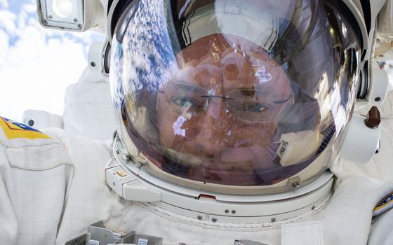 Astronauta americano volta à Terra após quase um ano no espaço. Qual o balanço da viagem