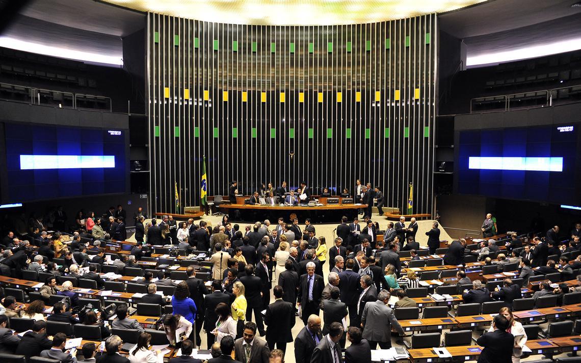 Deputados e senadores durante votação do Orçamento de 2016