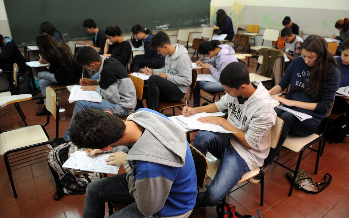 Estudantes fazem simulado do Enem em Brasília