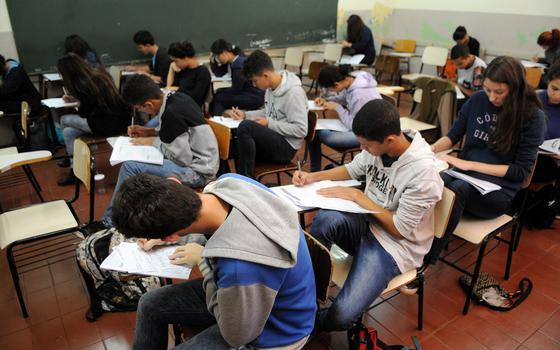 Estudantes 'não competem em condições igualitárias' no Enem, diz pedagoga