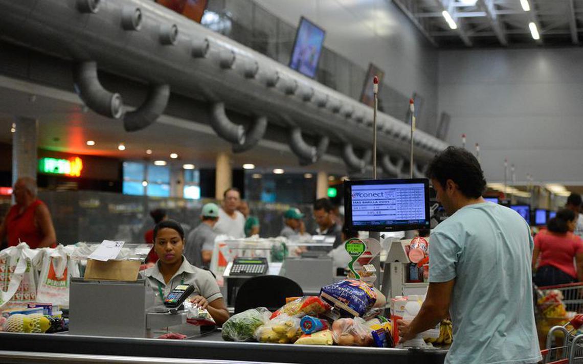 Caixa de supermercado na cidade de Vitória, no Espírito Santo