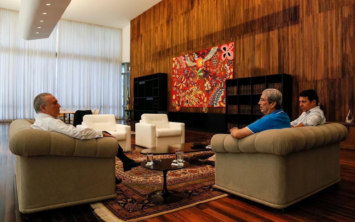 Temer recebe ministro Antônio Imbassahy (PSDB) e deputado Arthur Maia (PPS) no Palácio da Alvorada