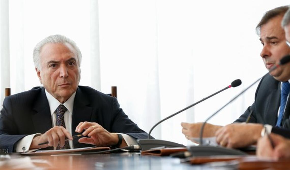 Presidente Michel Temer (MDB) e presidente da Câmara, Rodrigo Maia (DEM), em reunião do Conselho da República