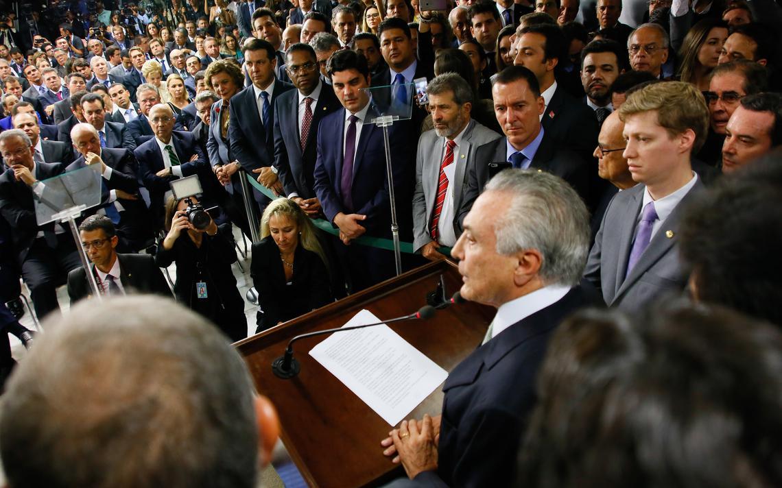Temer dando posse à equipe ministerial no Palácio do Planalto