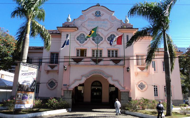 Fachada do prédio da administração municipal de Teresópolis
