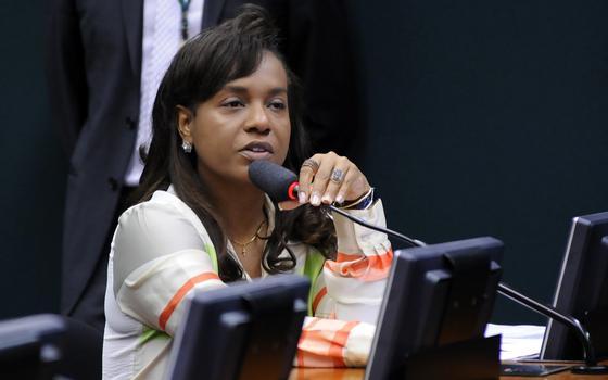 Quem é a deputada que pode dar o voto de desempate no processo contra Cunha