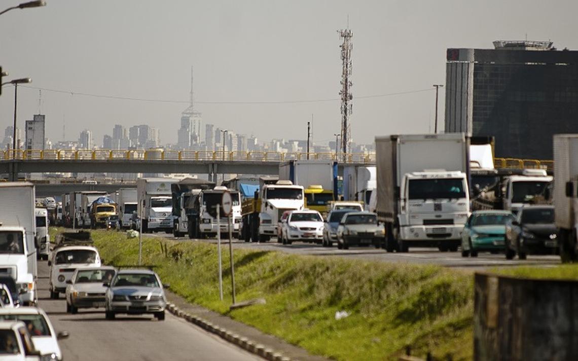 Trânsito intenso em São Paulo, cuja frota cresceu 82% em 20 anos, segundo o Detran