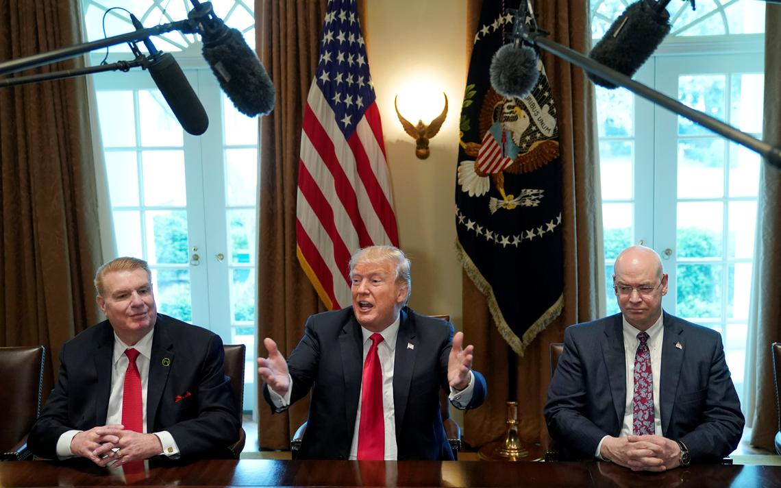 Trump durante o anúncio da nova política de taxação do aço e do alumínio