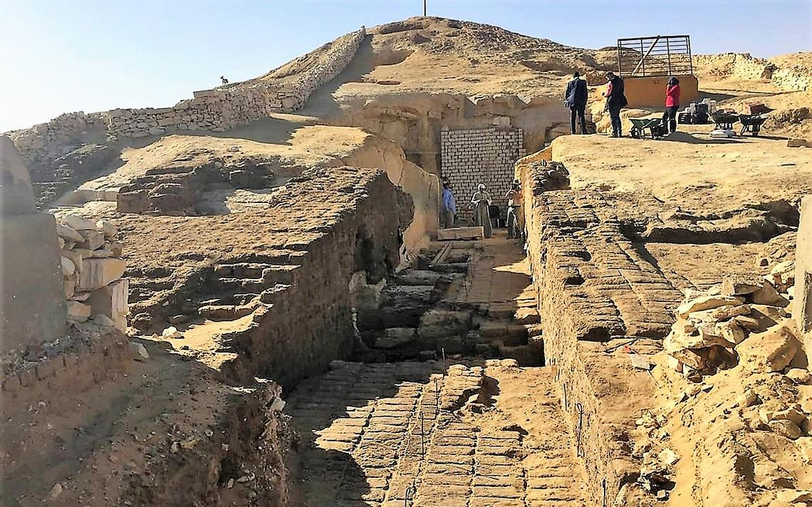 Arqueólogos exploram o sítio arqueológico de Lisht, no Egito