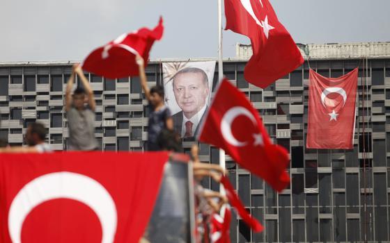 Quem o presidente da Turquia está punindo pela tentativa de golpe