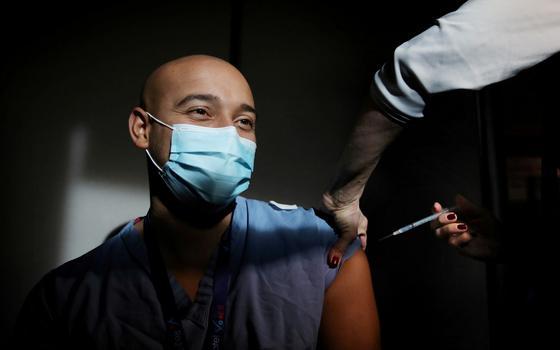 Quais os efeitos do acúmulo de vacinas em países ricos