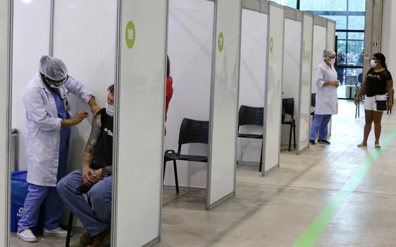 Queiroga anuncia dose de reforço para profissionais de saúde