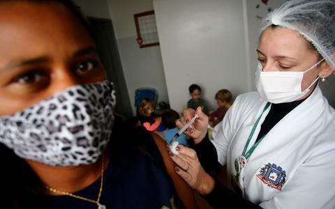 Saúde contraria estados e mantém prazo entre doses de vacinas