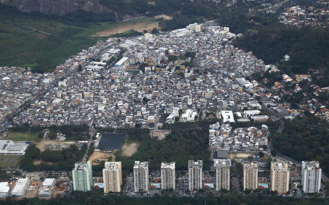Visão aérea de Rio das Pedras, uma das primeiras comunidades no Rio de Janeiro com atuação de um grupo com moldes de milícia, na década de 1990