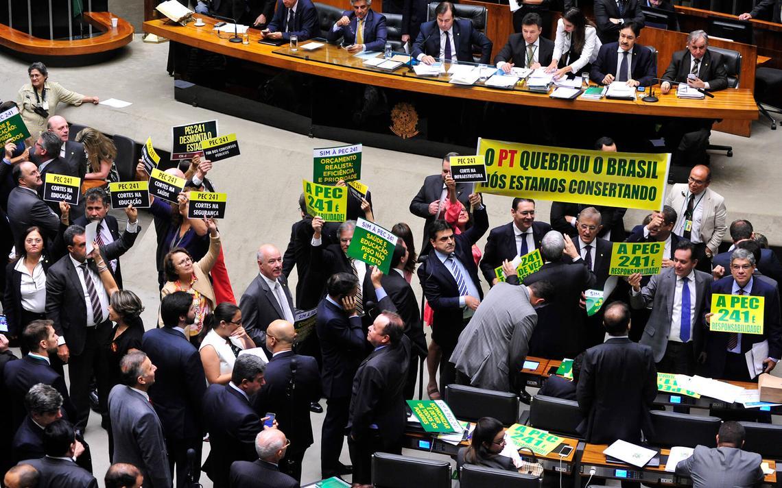 Sessão de votação da PEC do Teto