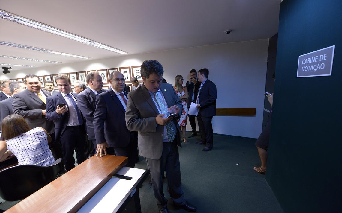 Câmara instaura comissão especial para reforma política