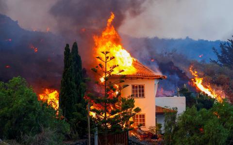 Lava destrói casas e provoca fuga de 5.000 nas Ilhas Canárias