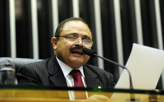 Como interesses eleitorais devem fazer um aliado de Cunha votar com o governo